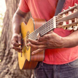 Comment apprendre à composer à la guitare ?